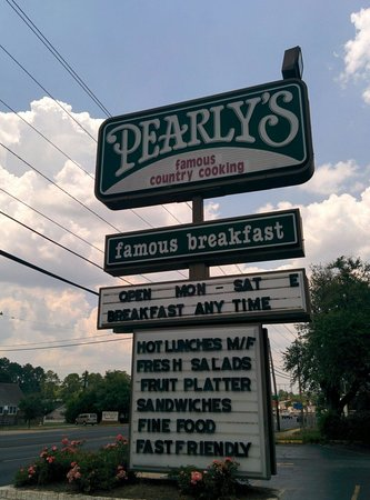 Pearly's Famous Country Cooking: Signage