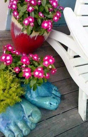 Lazy Gator: Welcoming Arrangement at the Door