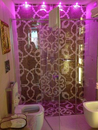 Hotel Moresco : Spacious bathroom