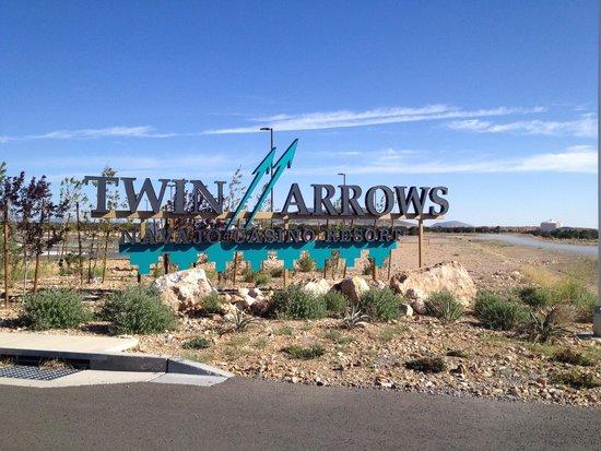 Twin Arrows Navajo Casino Resort : Exterior sign