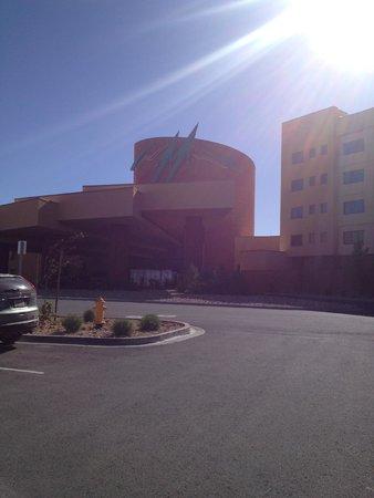 Twin Arrows Navajo Casino Resort : Approach