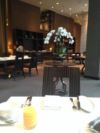 L'Hermitage Hotel: Breakfast area