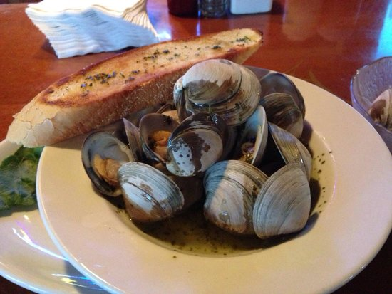 Sam & Omie's Restaurant: Steamed clams, yum!