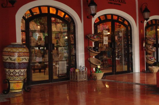 Occidental Cozumel: Giftshop at Occidental