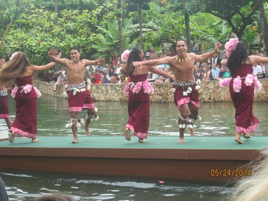 Polynesian Cultural Center: Canoe Parade - Samoa