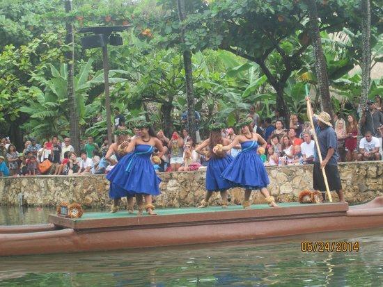 Polynesian Cultural Center: Canoe Parade - Hawaii