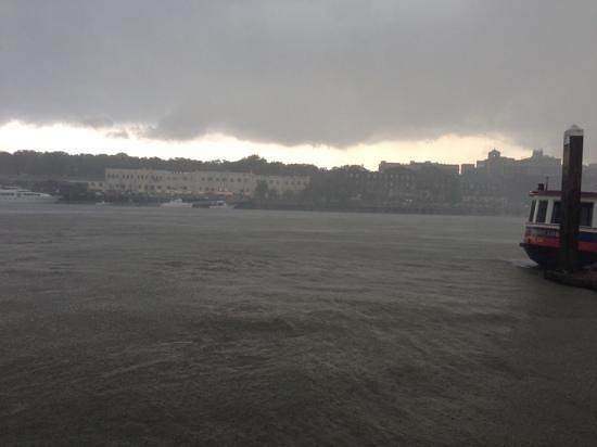 Westin Savannah Harbor Golf Resort & Spa: stormy ride was fun