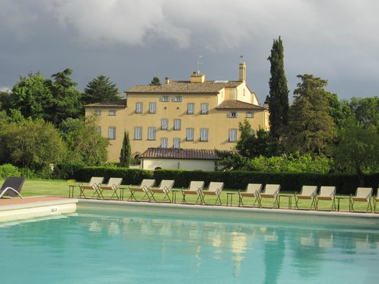 Relais Badia di Campoleone: Hotel - View from the pool