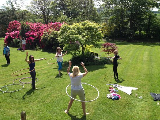 Creacon Lodge Wellness Centre: Grassy Play area perfect for Hooping