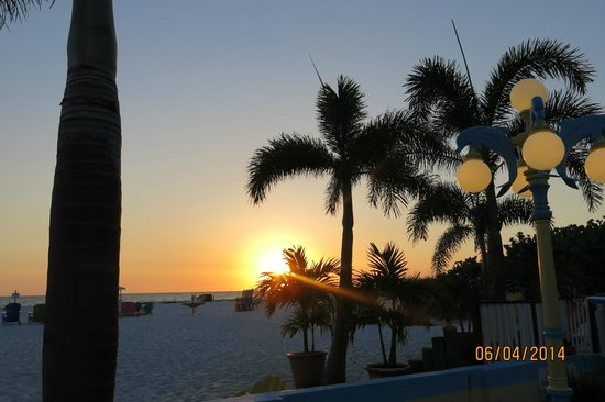 Plaza Beach Hotel - Beachfront Resort : Spectacular sunsets!