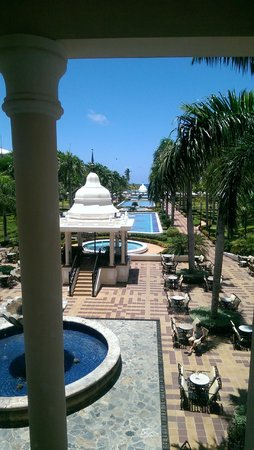 Hotel Riu Palace Punta Cana : From the lounge on the level of the hotel lobby