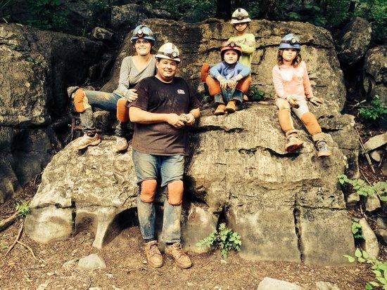 Raccoon Mountain Caverns : Five family explorers!