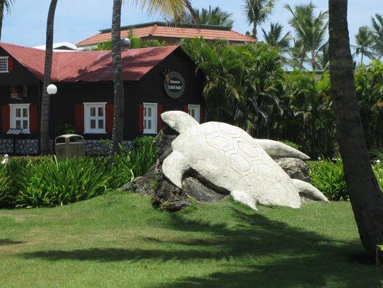 Punta Cana Princess All Suites Resort & Spa : Une des nombreuses sculptures sur le site