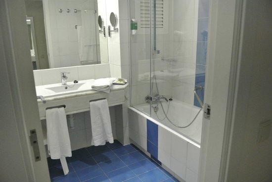 Sirenis Seaview Country Club: Bathroom