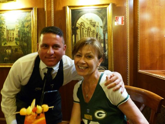 River Palace Hotel: service with a smile!
