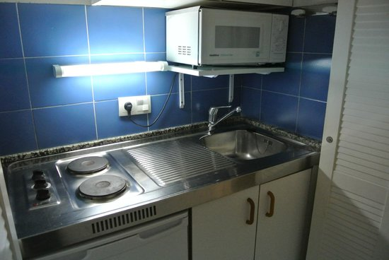 Sirenis Seaview Country Club: Mini kitchen..