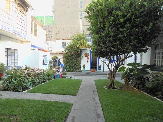 Hotel Casa Gonzalez: Patios cuidados