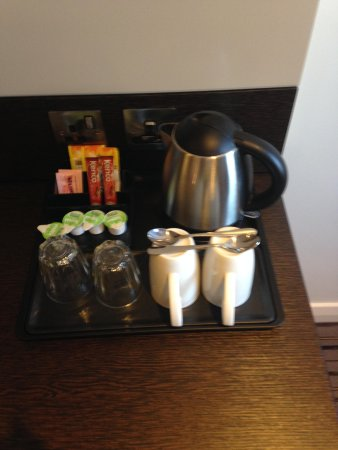 Premier Inn Manchester City Centre - Portland Street: tea/coffee making facilities