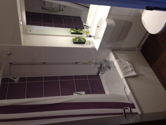 Premier Inn Manchester City Centre - Portland Street: Lovely bathroom