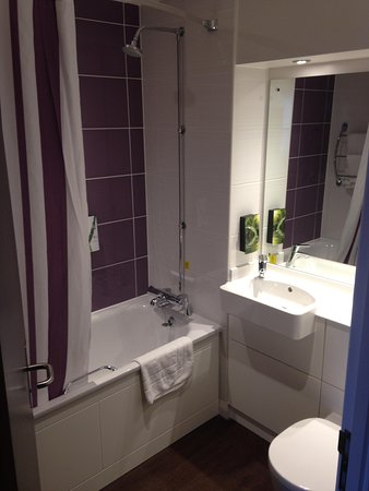 Premier Inn Manchester City Centre - Portland Street: Lovely bathroom