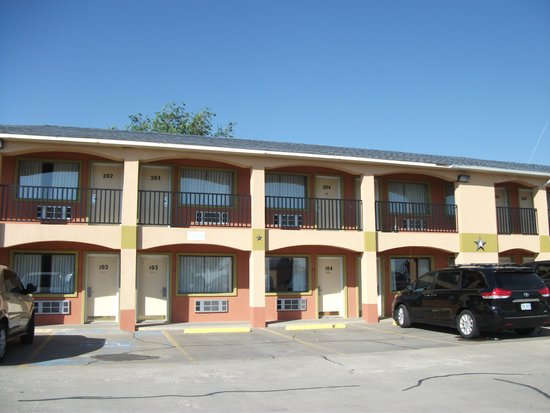 Econo Lodge: the motel