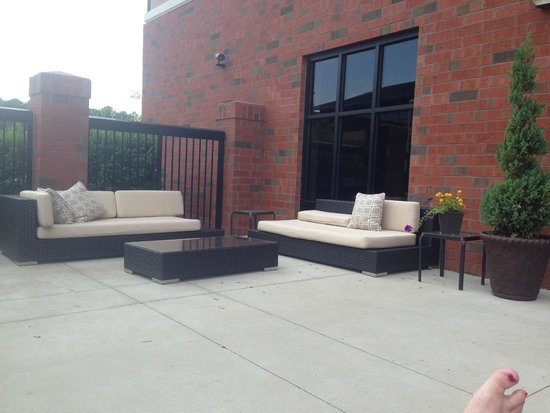 Hampton Inn Greenville: Outdoor patio