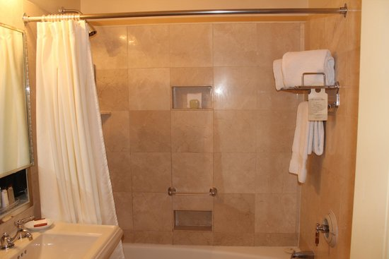 Waldorf Astoria New York: Bathroom...