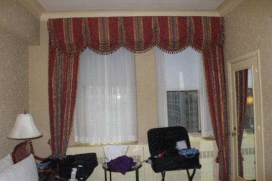 Waldorf Astoria New York : Windows...