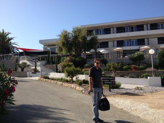 Les Eucalyptus : Entrée Hotel