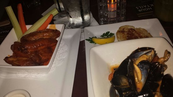 McCormick & Schmick's Seafood & Steaks: Wings and mussels