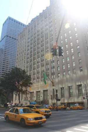 Waldorf Astoria New York: Outside of hotel in the AM...