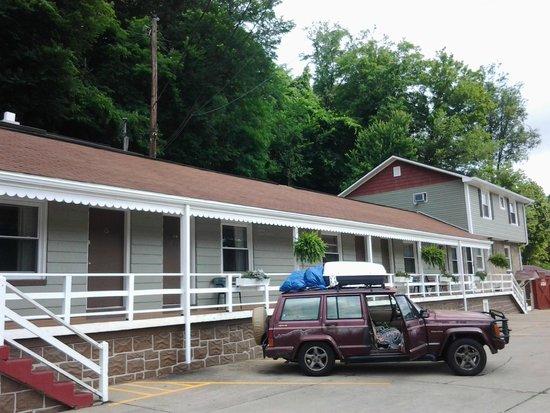 Hillside Motel: Quaint and Clean
