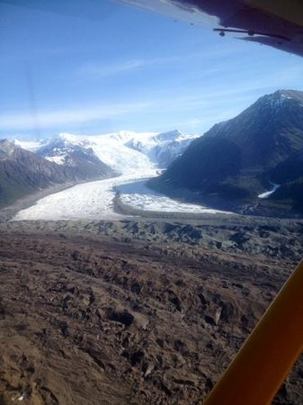 Wrangell Mountain Air - Day Trips : The Root Glacier