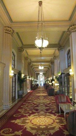 Willard InterContinental Washington: Hallway leading to lobby