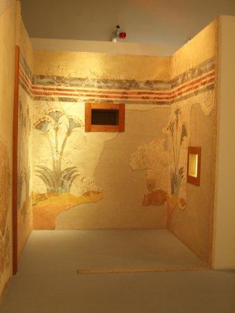 Museum of Prehistoric Thera: Beautiful wall mural