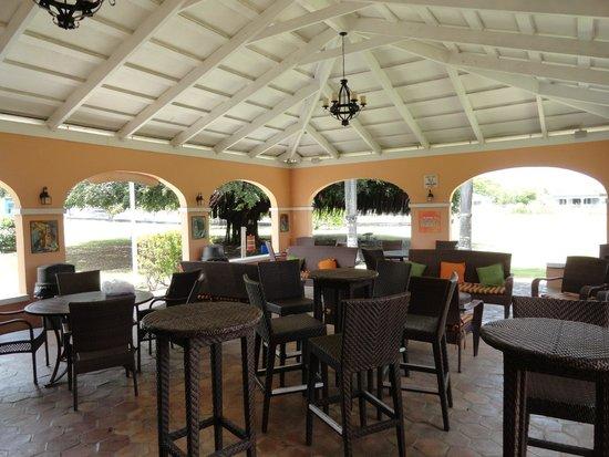 Cruzan Rum Distillery: The relaxing lounge area.