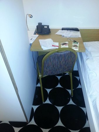 Mark Apart Hotel: Room (small table, where is difficult to seat and spread your arms)