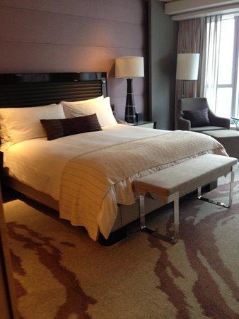 Four Seasons Hotel Hong Kong: Room 3011