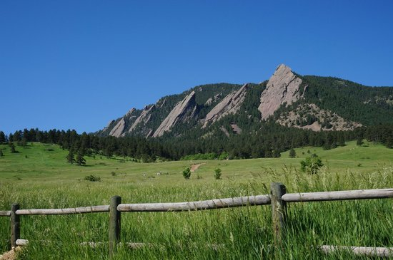 Flagstaff Mountain: Flat Irons from the bottom of the mountain