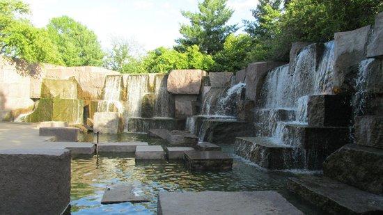 Franklin Delano Roosevelt Memorial: Falls