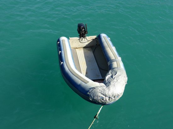 Aquapackers : Transport to and from the beach.