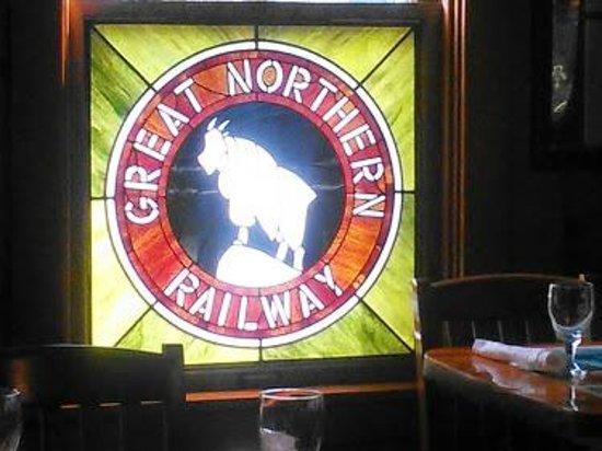 Izaak Walton Inn: Stain glass window at the Inns railroad dinning car
