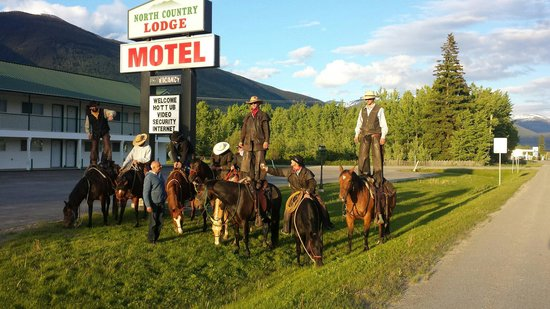 """North Country Lodge: They said """"pet friendly""""  ��"""