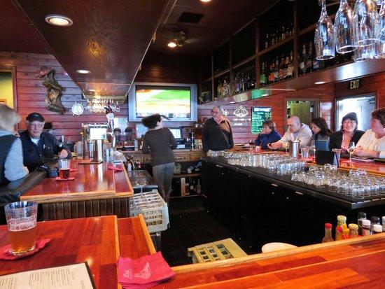 Ray's Waterfront: Main bar area at Ray's