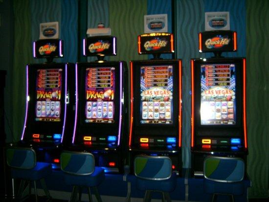 La Concha Renaissance San Juan Resort: Casino in the lobby