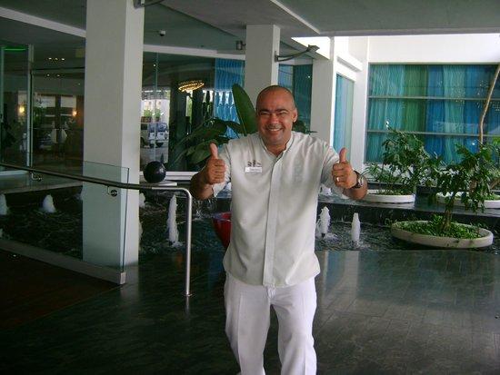La Concha Renaissance San Juan Resort: Hotel doormen are outstainding!