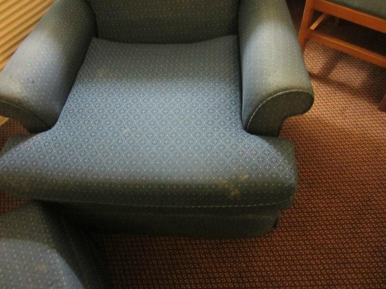 Super 8 Ankeny/Des Moines Area: Worn out chair with mud