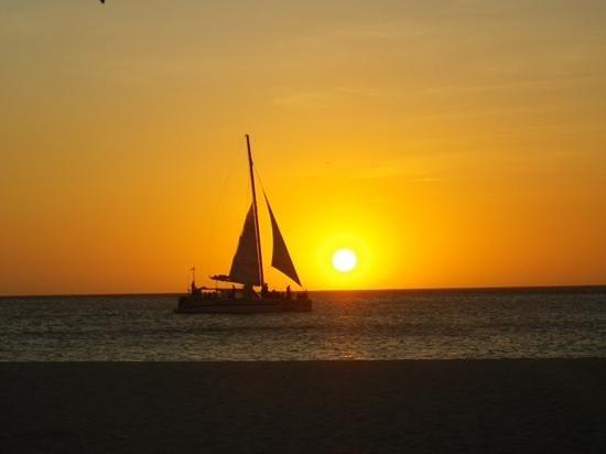 La Quinta Beach Resort: sunset at Eagle Beach