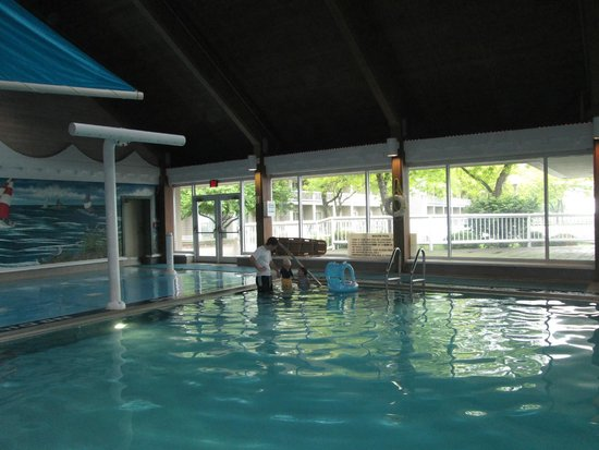 Indoor Pool And Splash Pad Picture Of Maumee Bay Lodge