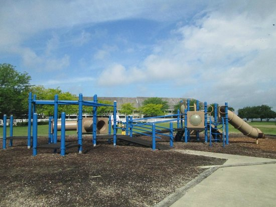 Maumee Bay Lodge and Conference Center: Playground area outside of lodge